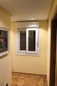 ventana pasillo chalet
